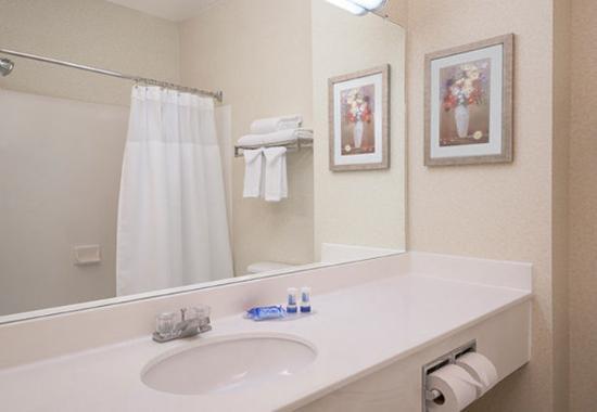 Tracy, Калифорния: Guest Bathroom