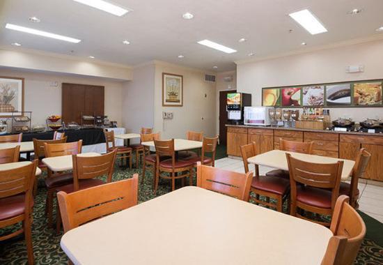 Tracy, Калифорния: Breakfast Dining Area