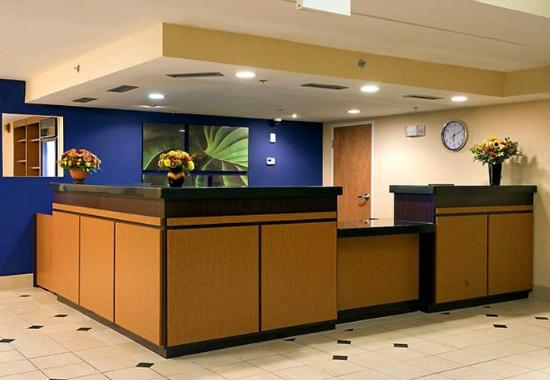 Middleboro, Массачусетс: Front Desk