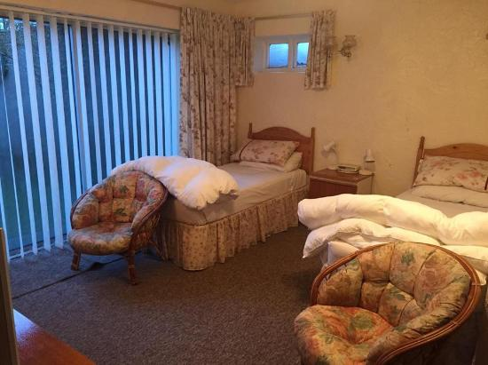 The Greenhead Country House: Bedroom with patio