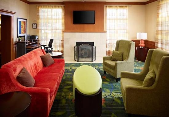 Fairfield Inn Toronto Oakville: Lobby Sitting Area
