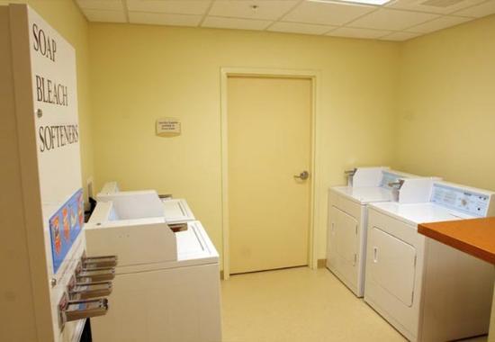 Elizabeth City, Северная Каролина: Guest Laundry
