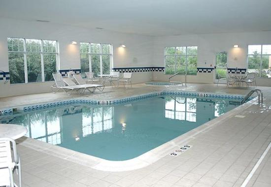 Fairmont, Западная Вирджиния: Indoor Pool & Hot Tub