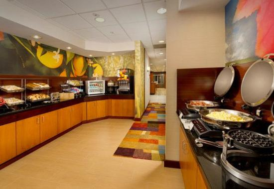 Germantown, MD: Complementary hot breakfast buffet