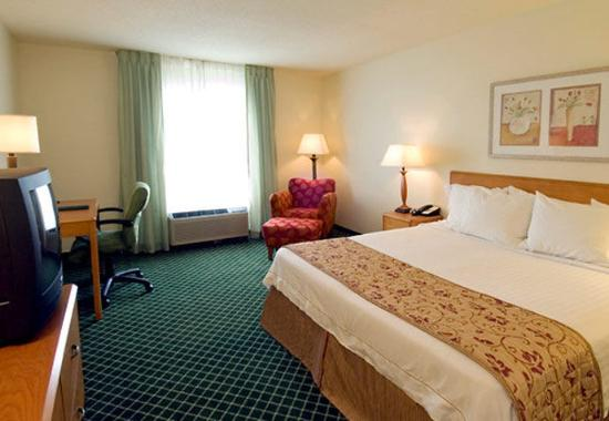 Valparaiso, IN: King Guest Room
