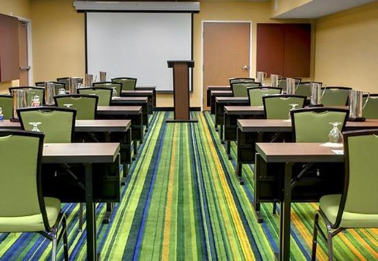 Fairfield Inn & Suites Seattle Bellevue/Redmond: Summit Meeting Room