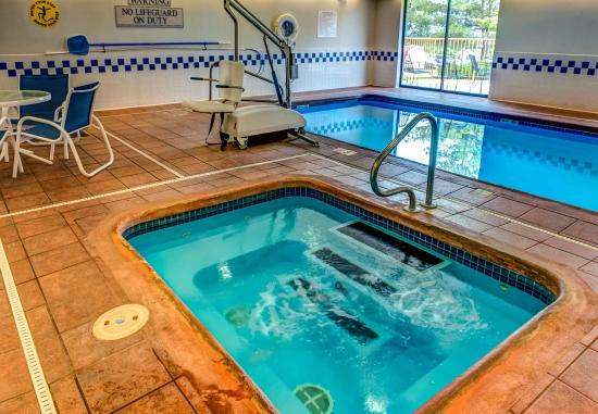 Saint Robert, MO: Indoor Pool & Hot Tub