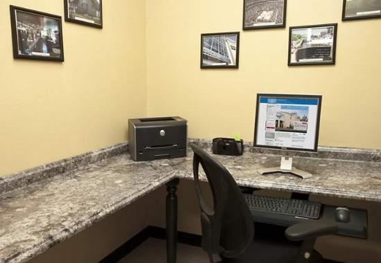 Liverpool, NY: Business Center