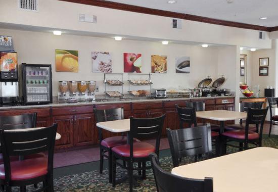 Liverpool, NY: Breakfast Buffet