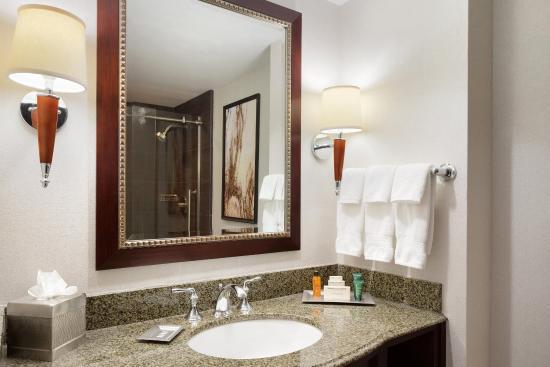 East Brunswick, NJ: Bathroom