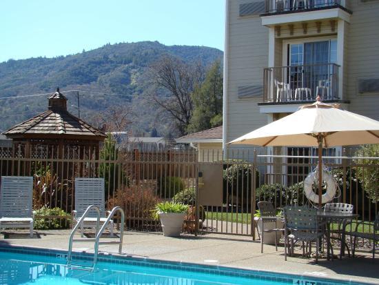Ukiah, Kalifornia: Pool with Mountains