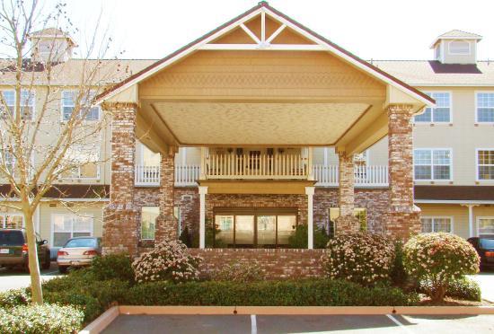 Ukiah, Californië: Hotel Exterior, Free Parking