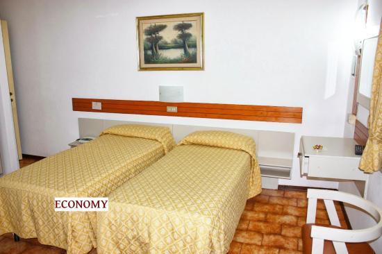 Piccolo Hotel: TWIN ROOM ECONOMY