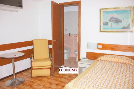 Piccolo Hotel: SINGLE ROOM ECONOMY