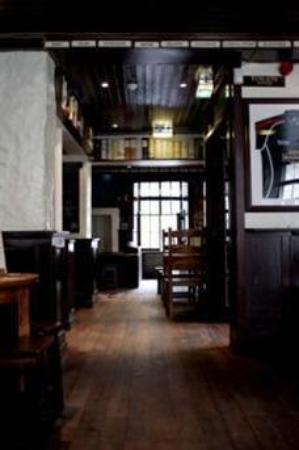 a room in the west end and Teuchters bar: in the pub before the rush