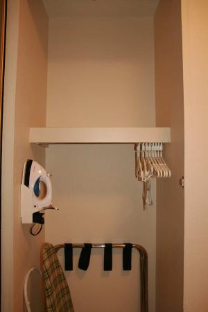 Clarksville, IN: Accessible Closet