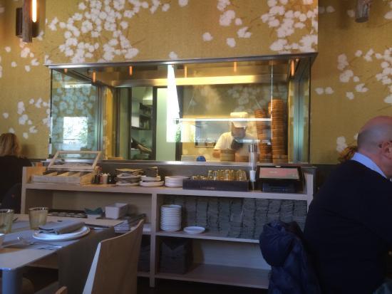 La cucina a vista picture of ristorante ta hua milan for Ristorante la vista