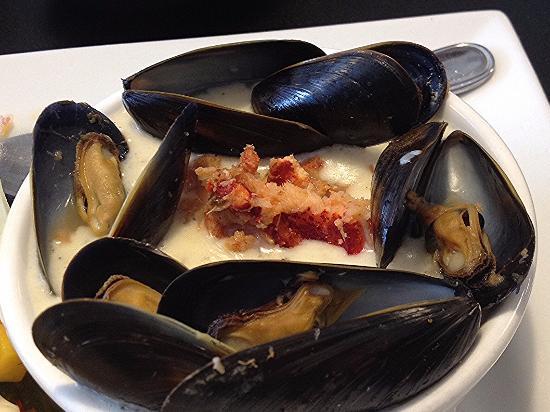 Βόρειο Σίδνεϊ, Καναδάς: The best seafood chowder at the Black Spoon