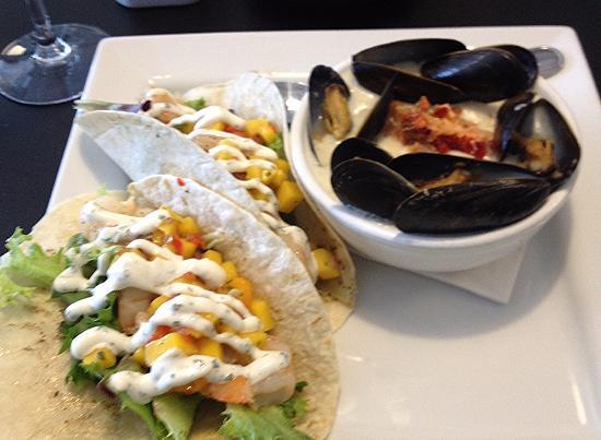 Βόρειο Σίδνεϊ, Καναδάς: Seafood chowder & shrimp taco at the Black Chowder