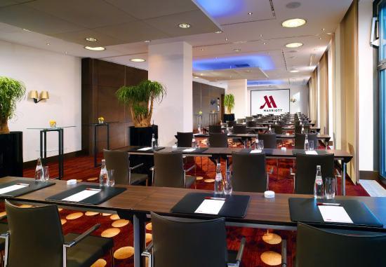 Berlin Marriott Hotel: Zurich Meeting Room – Classroom Setup