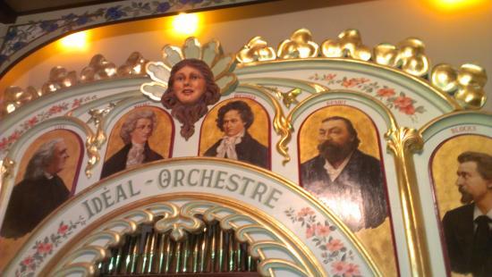 Medina, MN: 1902 Dance Organ
