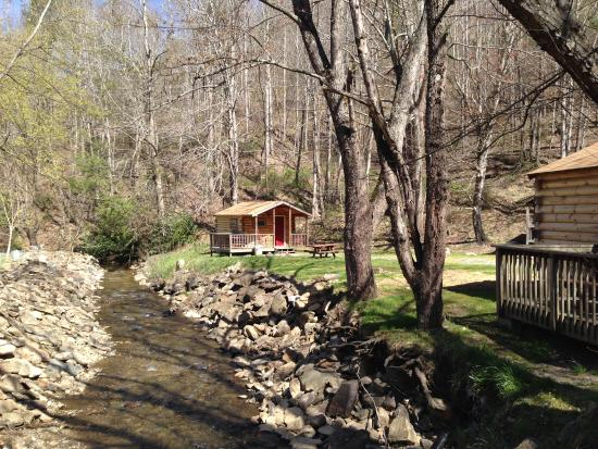 Flintlock Family Campground: Camping Cabin on the Creek