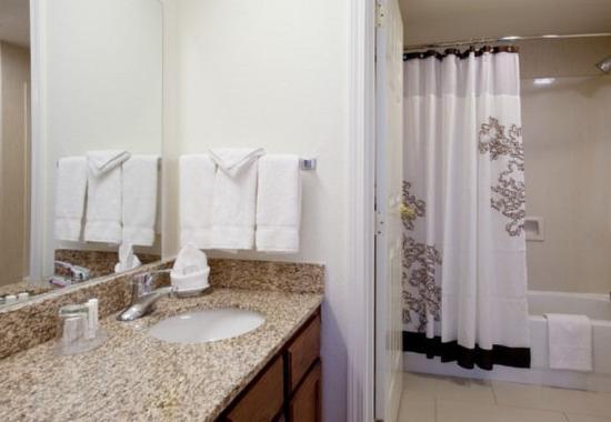 Louisville, CO: Guest Bathroom
