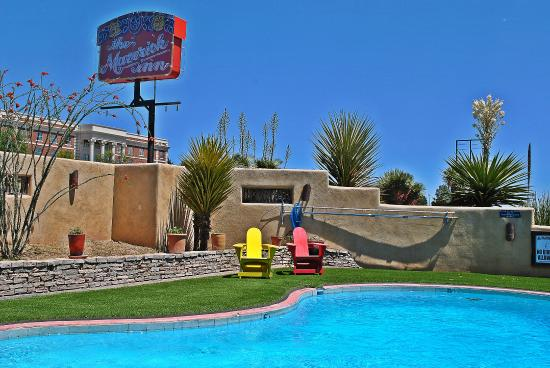 The Maverick Inn: Cool off in the outdoor pool!