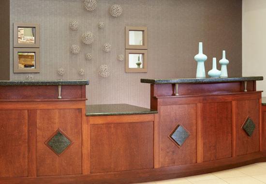 Residence Inn Saginaw: Front Desk