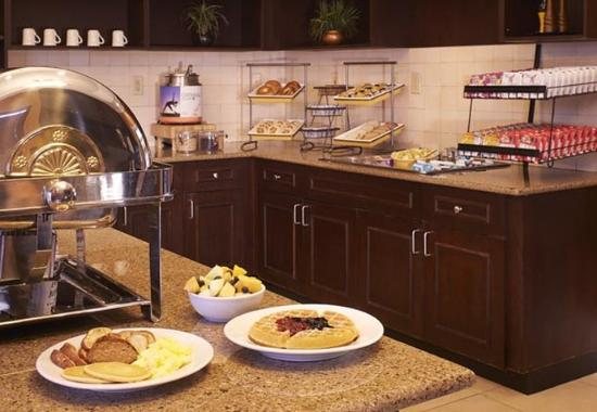 Southern Pines, NC: Breakfast Buffet