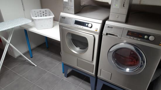 Le Montclair Hostel: Laundry facilities