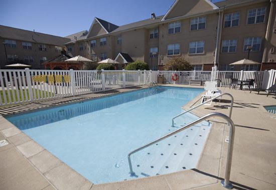 Erlanger, KY: Outdoor Pool & Spa