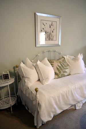 Augusta, Миссури: The day-bed can be used for seating or to accommodate an additional guest. This suite can sleep