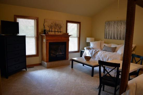Augusta, Миссури: This suite includes a daybed, which can accommodate an additional guest. Or just relax on the da