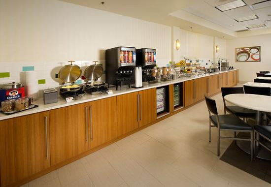 SpringHill Suites Miami Airport South: Breakfast Buffet