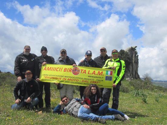 Montalbano Elicona, Italia: Sullo sfondo la donna orante. Amici in moto www.birota.it
