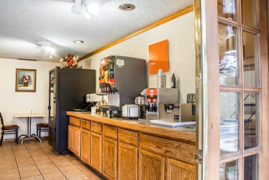 Comfort Inn at Ponderosa Pines: Breakfast