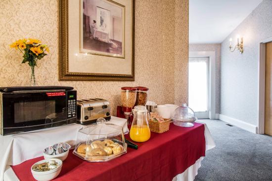 Мидлтаун, Род Айленд: Assorted Breakfast Items