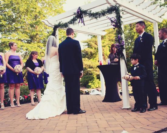 Eatontown, Nueva Jersey: Outdoor Wedding