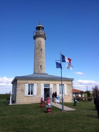 Jau-Dignac-et-Loirac, França: Charmantes balades à faire à pied en famille des 2 côtés du phares. Moi j'ai fais à droite Calme
