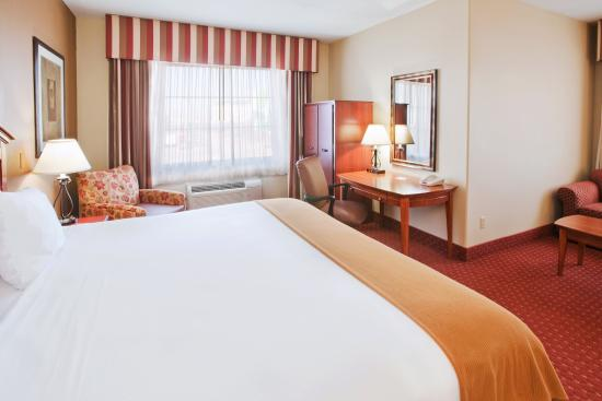 Holiday Inn Express Oklahoma City Airport - Meridian Avenue: King Bed Guest Room