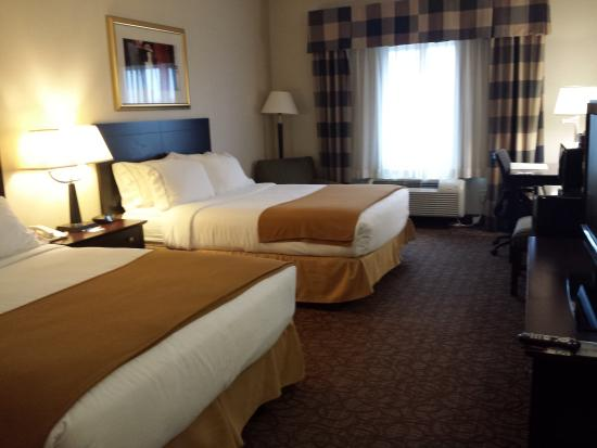 Concordia, KS: Queen Bed Guest Room