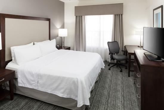 Homewood Suites by Hilton Mahwah: King Size Bedroom