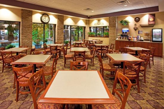 Okemos, MI: Breakfast Area