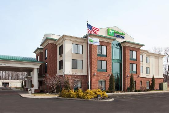 North Lima, OH: Hotel Exterior