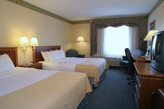พอร์ตวอชิงตัน, วิสคอนซิน: Queen Bed Guest Room at the Holiday Inn Harborview