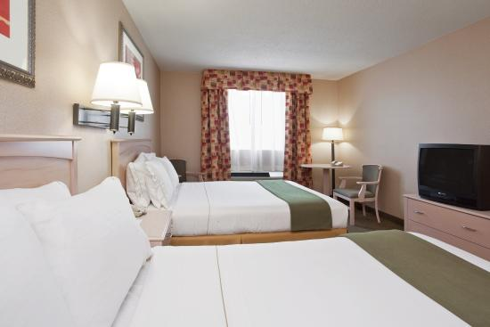Vermilion, OH: Queen Bed Guest Room