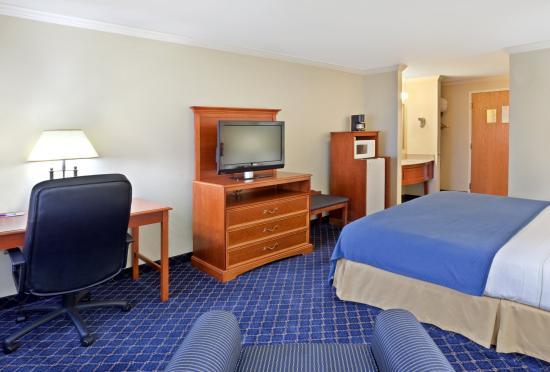 Yakima, WA: King Bed Guest Room
