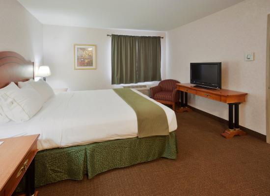 เวสต์ลีย์, แคลิฟอร์เนีย: Our 1 Bedroom Suite includes a full kitchen and living room