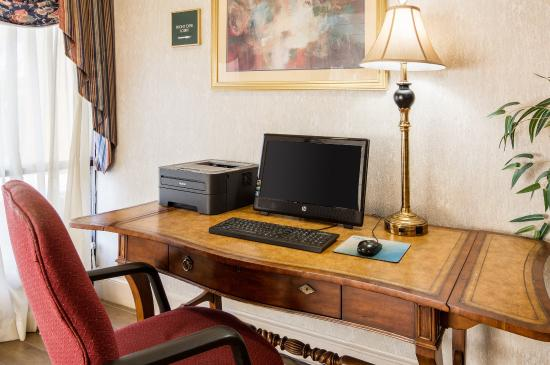 Quality Inn Camp Springs-Andrews AFB: Business Center